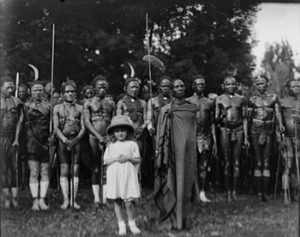 אליס שלדון הילדה בחברת בני שבט הקיקויו